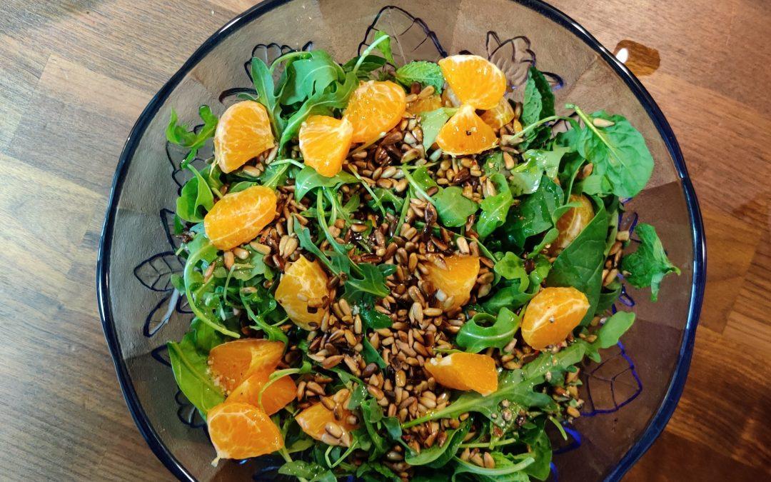 Groene salade met mandarijn en munt