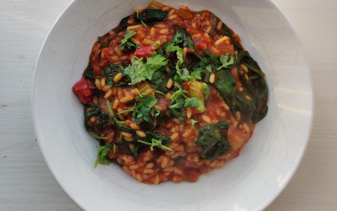 Luie tomatenrisotto met spinazie en koriander